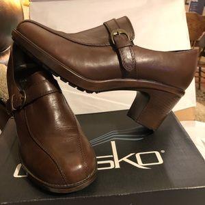 DANSKO SIZE38 WORN MAYBE 5 MINUTES. Can't do heels